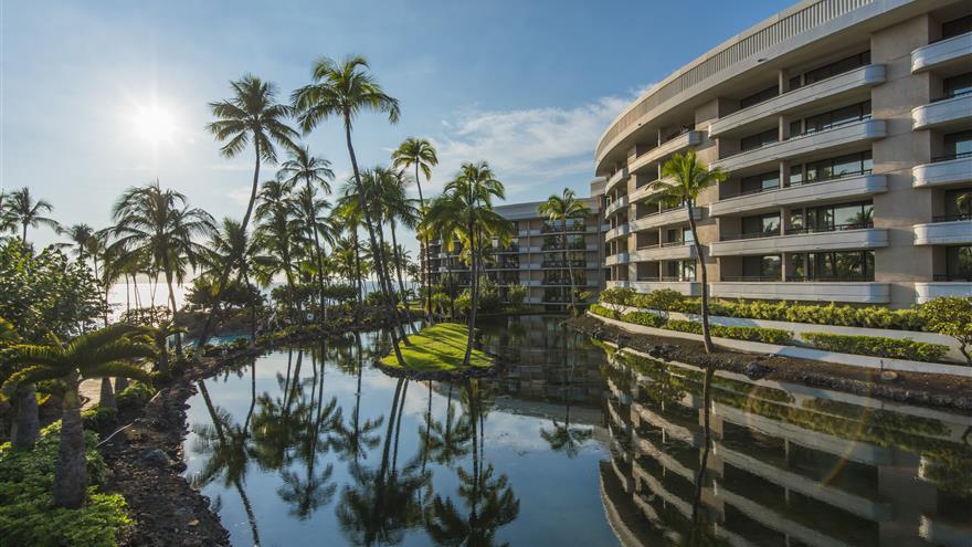 Exterior view of Ocean Tower resort in Hawaii