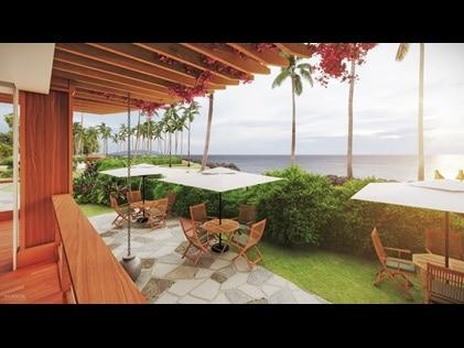 Outdoor waterfront dining at Maui Bay Villas by Hilton Grand Vacations.