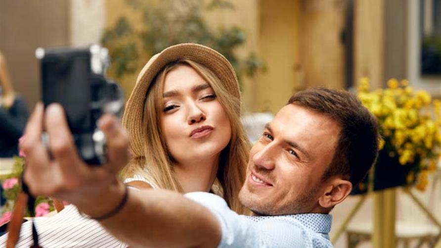 A couple taking a selfie while on vacations with Hilton Grand Vacations.