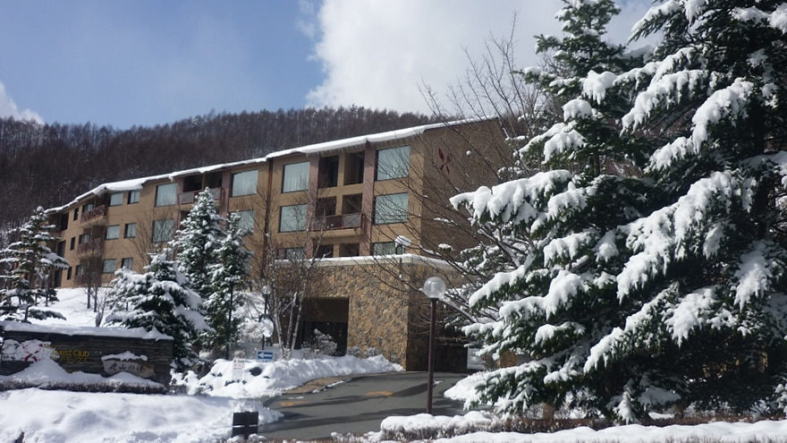 Exterior of Hotel Harvest Tateshina covered in snow.