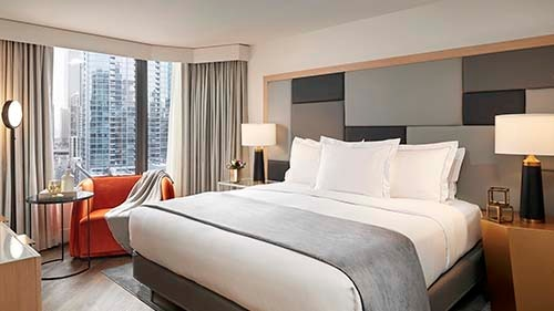 Hilton Grand Vacations Chicago Downtown - Magnificent Mile Bedroom
