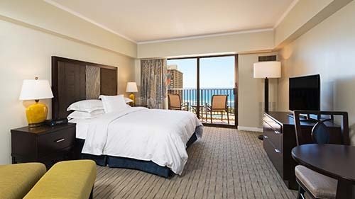 Kalia Suites by Hilton Grand Vacations Club Bedroom